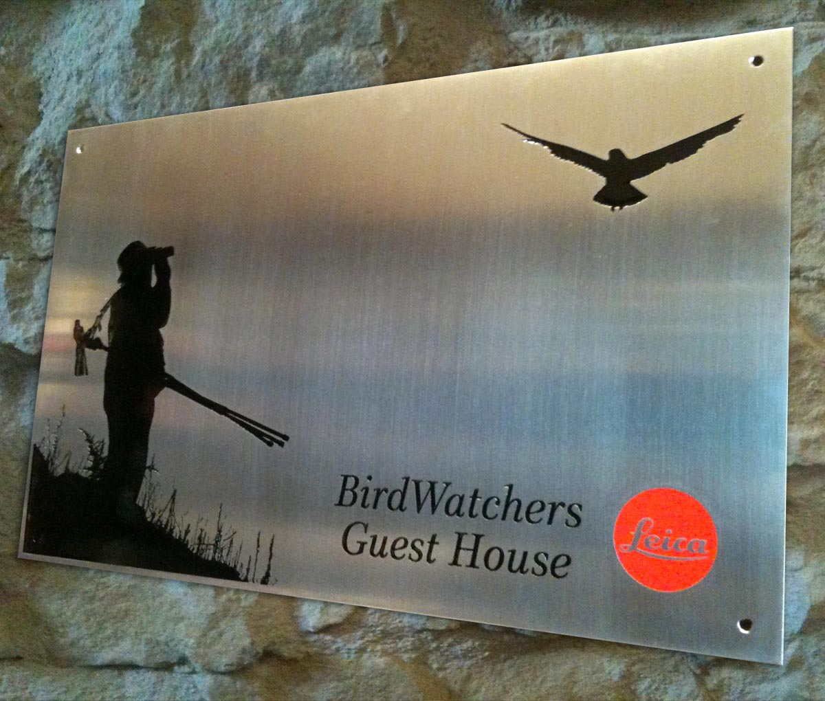 Placa para Apartamentos Metsola en Isaba. BirdWatchers Guest House